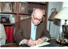 José Luis Turina Garzón. Firma de entrega del Legado Joaquín Turina a la Fundación Juan March, 2003