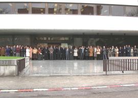 Personal de la Fundación Juan March. Acto de silencio, con motivo de los acontecimientos del 11 de Marzo de 2004, 2004