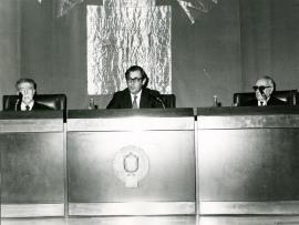 Marqués de Lozoya, Juan March Delgado y Enrique Lafuente Ferrari en la inauguración de la exposición antológica de la calcografía nacional, 1975