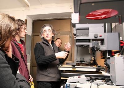 Pepe Cañabate en el curso Fotografía.Visita al taller de Pepe Cañabate