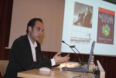Jesús Carrillo en el curso Arte Multimadia. Arte en las redes: transformaciones en el sistema de las artes en la sociedad global
