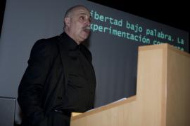 Javier Maderuelo en el curso Formas artísticas y experiencias estéticas en los años 60 y 70: El libro de artista, 2010