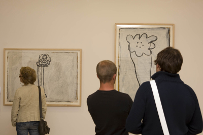 Vista parcial. Exposición Joan Hernández Pijuan La distancia del dibujo
