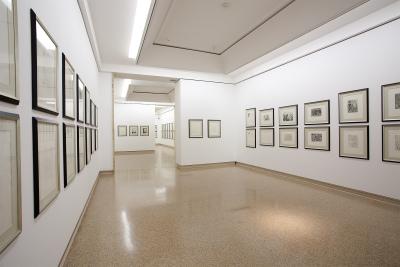 Vista parcial. Exposición Picasso Grabados de Le repas frugal (1904) a la Minotauromachie (1935)