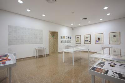 Vista parcial. Exposición Un Coup de Livres (Una tirada de libros) Libros de artista y otras publicaciones del Archive for Small Press & Communication