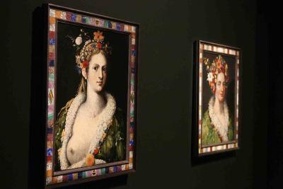 Vista parcial. Exposición Giuseppe Arcimboldo. Dos pinturas de Flora