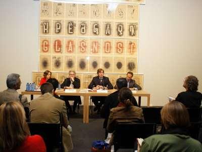 Borís Groys, Javier Gomá Lanzón y Manuel Fontán del Junco. Rueda de prensa exposición la ilustración total (Soz Art) Arte conceptual de Moscú 1960-1990