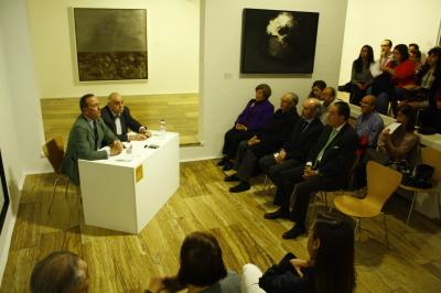 Manuel Fontán del Junco y Javier Maderuelo. Exposición Kurt Schwitters. Vanguardia y Publicidad