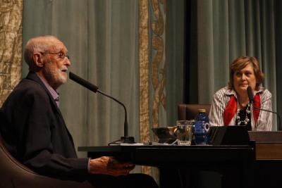 José Luis Sampedro y Olga Lucas. José Luis Sampedro en diálogo con Olga Lucas