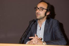 Agustín Fernández Mayo. En cine mudo - Virgenes modernas, 2013