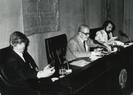 Darío Villanueva, José Mª Martínez Cachero y Juan Benet. Conferencia en el ciclo Novela Española Contemporánea, 1975