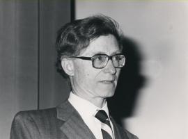 Roberto J. Poljak. Conferencia sobre Estructura tridimensional y especificidad de los anticuerpos - La nueva inmunología , 1988