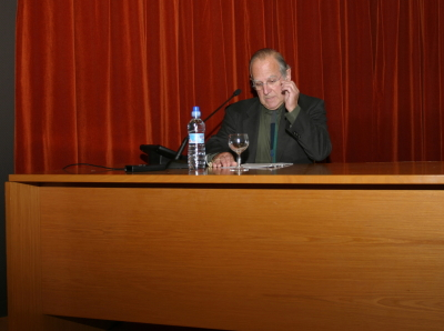 Joan Gardy Artigas en el curso sobre Cerámica.Nociones sobre técnicas cerámicas
