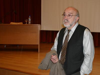 Luis Castaldo en el curso sobre Cerámica.La tradición del torno: Hans Coper, Bernard Leach,Llorens Artigas, Antoni Cumella.