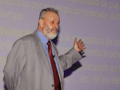 Ramón Ortíz. Conferencia sobre Volcanes: fuentes de vida u ocaso de civilizaciones - Catástrofes