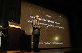 Agustín Sánchez-Lavega. Conferencia sobre Gigantes gaseosos y planetas extrasolares - El Sistema Solar , 2011