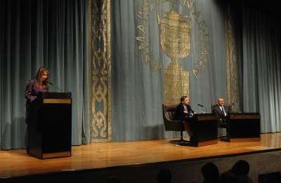 Lucía Franco, Sergio Vila-Sanjuán y Arturo Pérez-Reverte. Conferencia sobre Arturo Pérez-Reverte en diálogo con Sergio Vila-Sanjuán - Best sellers. Análisis de una literatura popular