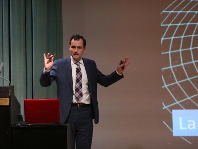 Héctor Guerrero Padrón. En conferencia sobre La exploración extraterrestre - La búsqueda de los confines
