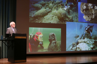 Xavier Nieto. En conferencia sobre Expediciones arqueológicas en el fondo marino - La búsqueda de los confines