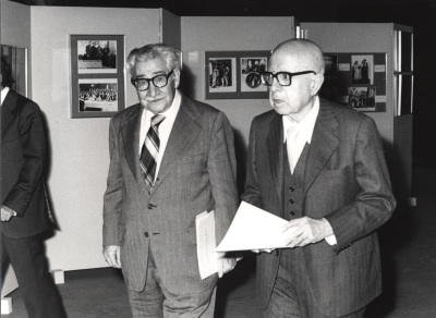 Vicente Llorens y Dámaso Alonso. Exposición Eduardo Marquina