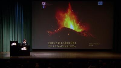 Carmen Sánchez Fernández. En conferencia sobre Thera o la fuerza de la naturaleza indómita - Las ciudades en la antigüedad mediterránea