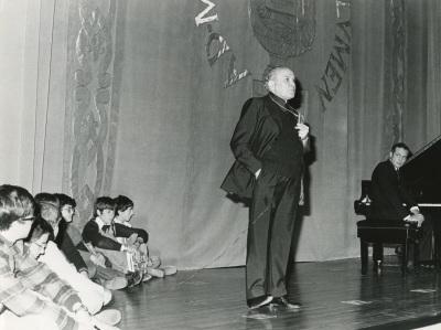 Federico Sopeña en la presentación de los Conciertos para jóvenes