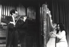 María Rosa Calvo Manzano y Francisco Comesaña. Recital de arpa y violín , 1980