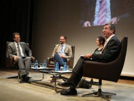 Íñigo Alfonso, Kerman Calvo, Belén Barreiro Pérez-Pardo y Antonio San José. En conferencia sobre Movimientos antisistema, 2014