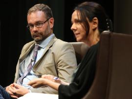 Kerman Calvo y Belén Barreiro Pérez-Pardo. En conferencia sobre Movimientos antisistema, 2014