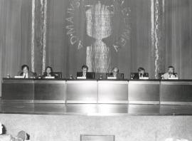 José María Guelbenzu. Conferencia sobre Géneros literarios y géneros filosóficos: una frontera permeable - IV Seminario Público Literatura y Filosofía en la crisis de los géneros , 1999