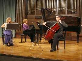 Trío Salazar, Ana Baget, Susana Sánchez Maceda y Miguel Jiménez Peláez. Concierto Aula de (Re)estrenos (74) , 2009