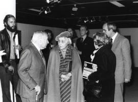 Joan Miró con Marguerite Duthuit, hija de H. Matisse, en la Exposición Henri Matisse Óleos, dibujos, gouaches découpées, esculturas y libros, 1980