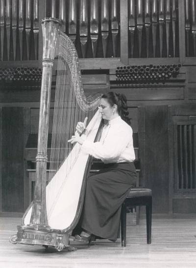 María Rosa Calvo Manzano. Recital de arpa