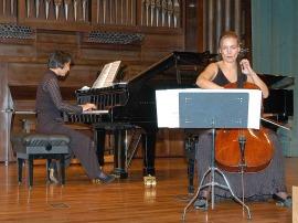 Suzana Stefanovic y Seon-hee Myong. Concierto El violonchelo español , 2005