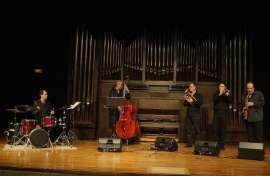 Sir Charles+4, Carlos González, Pascual Piqueras, Richi Ferrer, Marcelo Peralta y David Herrington. Concierto De aquí - Clásicos en jazz , 2011