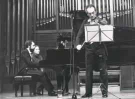 Josep Colom y Enrique Santiago. Concierto Música para la viola , 1990