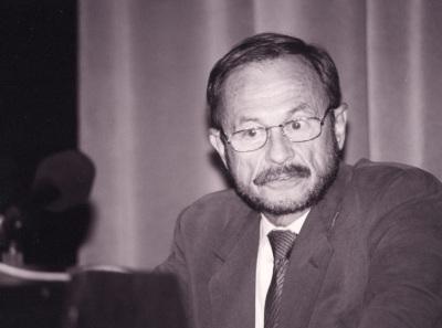 Adam Przeworski. Profesor de seminario Curso 2000-01