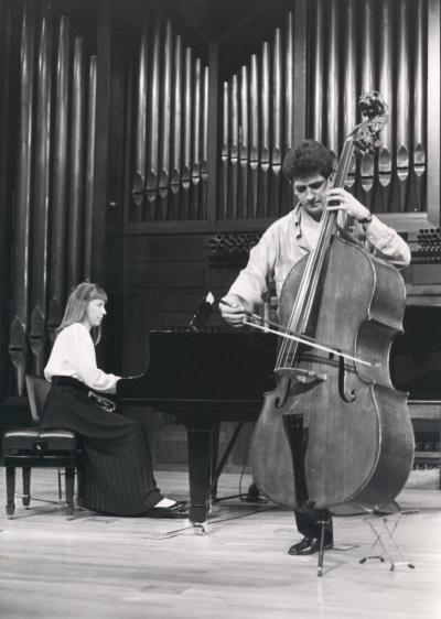 Menchu Mendizábal y Antonio G. Araque. Recital de contrabajo y piano