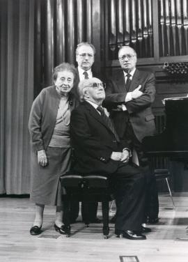 Joaquín Rodrigo, su esposa, Pedro León, José Tordesillas y Joaquín Rodrigo. Concierto Joaquín Rodrigo y su época , 1990