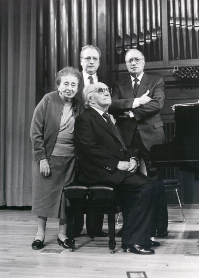 Joaquín Rodrigo, su esposa, Pedro León, José Tordesillas y Joaquín Rodrigo. Concierto Joaquín Rodrigo y su época
