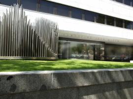 Vista parcial de la fachada del edificio sede, 2009