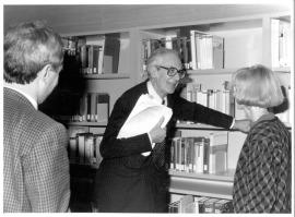 José María Maravall, Raymond Carr y Martha Peach en la Biblioteca de CEACS. , 1990