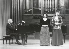 Valentín Elcoro, Adelina Álvarez y Silvia Leivinson. Concierto Música germánica de inspiración popular , 1992
