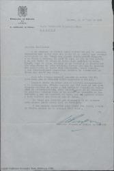 Carta de Xavier de Echarri a Guillermo Fernández-Shaw, lamentando no haber podido recibir personalmente a un recomendado suyo y expresando su alegría por haber retomado la relación amistosa que les une tras años de incomunicación.