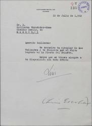 Carta de Luis Escobar a Guillermo Fernández-Shaw, devolviéndole un ejemplar de una obra teatral y felicitándole por su éxito.