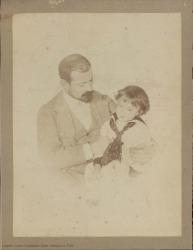 Fotografía de Carlos Fernández Shaw con su hijo Carlos.