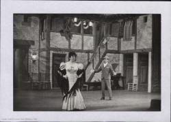 """Fotografía de una escena de """"La revoltosa"""" de José López Silva y Carlos Fernández Shaw, música de Ruperto Chapí. Teatro de La Zarzuela."""