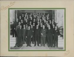 Fotografía de los hermanos Fernández-Shaw y otros señores sin identificar.