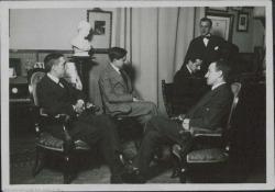 Fotografía de Guillermo Fernández-Shaw con Federico Romero, Ernesto Rosillo, Eduardo Granados y otro.